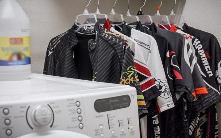 How to wash your cycling clothes in a sustainable way